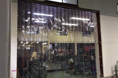 のれんカーテン式ビニールカーテンの工場設置例