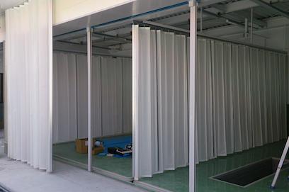 ジャバラビニールカーテンのガソリンスタンド設置例