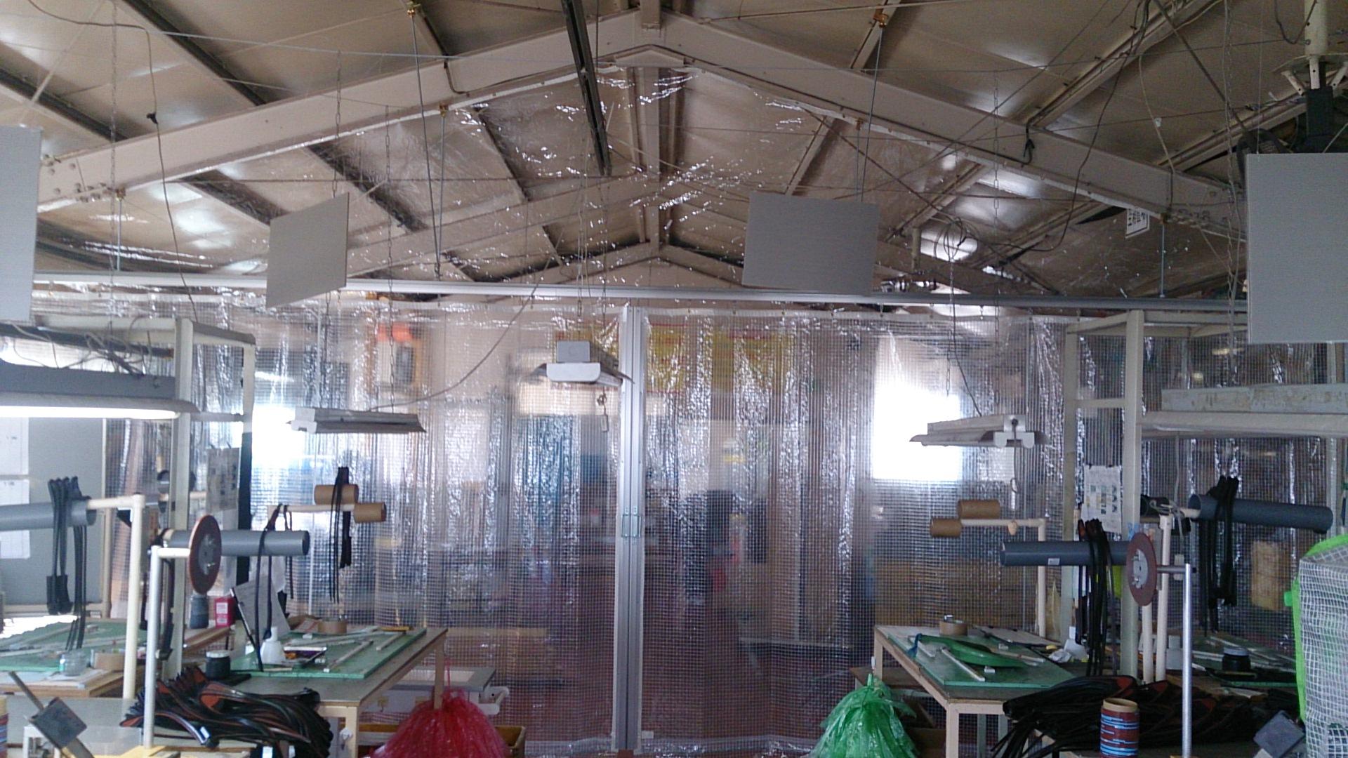 工場、倉庫の暑さ対策にビニールカーテン。空調、冷房設備の効率を上げて省エネしましょう。